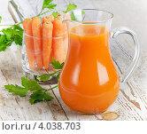 Купить «Здоровая пища - морковь и морковный сок», фото № 4038703, снято 3 февраля 2012 г. (c) Tatjana Baibakova / Фотобанк Лори