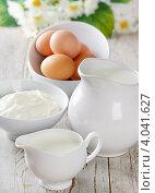 Купить «Кувшин молока, творог и яйца на столе», фото № 4041627, снято 23 февраля 2012 г. (c) Tatjana Baibakova / Фотобанк Лори
