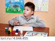 Купить «Ребенок рисует красками», фото № 4044455, снято 11 ноября 2012 г. (c) Володина Ольга / Фотобанк Лори