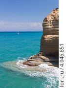 Скала в море. Сидари, о.Корфу (2012 год). Стоковое фото, фотограф Алексей Кондратьев / Фотобанк Лори
