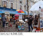 Купить «Монмартр, Париж. Уличные художники продают картины», фото № 4048335, снято 28 декабря 2011 г. (c) Светлана Колобова / Фотобанк Лори
