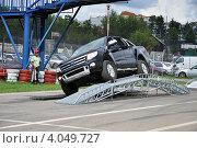 Автомобиль FORD RANGER на полосе препятствий во время тест-драйва (2012 год). Редакционное фото, фотограф Полина Пчелова / Фотобанк Лори