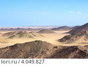 Купить «Пейзаж с сопками в горном районе пустыни, Египет», фото № 4049827, снято 5 ноября 2012 г. (c) Кекяляйнен Андрей / Фотобанк Лори