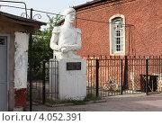 Купить «Памятник А.Бакиханову, Куба, Азербайджан», фото № 4052391, снято 30 июня 2009 г. (c) Ирина Соколова / Фотобанк Лори
