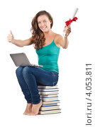 Купить «Улыбающаяся студентка сидит на стопке книг», фото № 4053811, снято 22 августа 2012 г. (c) Elnur / Фотобанк Лори