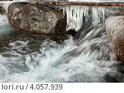 Купить «Стихия воды. Горная река. Красивые сосульки на мостике через поток», фото № 4057939, снято 20 октября 2012 г. (c) Виктория Катьянова / Фотобанк Лори