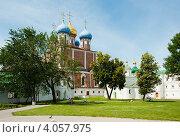 Купить «На территории Рязанского кремля», фото № 4057975, снято 22 июня 2012 г. (c) Бурмистрова Ирина / Фотобанк Лори