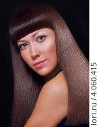 Девушка на черном фоне с прямыми волосами. Стоковое фото, фотограф Шишова Анна Сергеевна / Фотобанк Лори