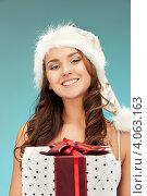 Купить «Жизнерадостная девушка с длинными волосами в серебристом колпаке Санты-Клауса и белой короткой юбке», фото № 4063163, снято 22 ноября 2011 г. (c) Syda Productions / Фотобанк Лори