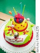 Купить «Детский трехэтажный торт», эксклюзивное фото № 4064275, снято 21 октября 2012 г. (c) Куликова Вероника / Фотобанк Лори