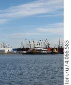 Купить «Порт в Калининграде», эксклюзивное фото № 4066583, снято 25 июня 2008 г. (c) Ната Антонова / Фотобанк Лори