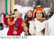 Купить «Люди на празднике Масленицы с блинами», фото № 4067615, снято 26 февраля 2012 г. (c) Яков Филимонов / Фотобанк Лори