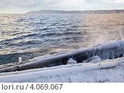 Обледенелые бревна. Стоковое фото, фотограф Parmenov Pavel / Фотобанк Лори