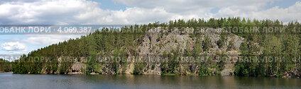 Панорама скал озера Ястребиного