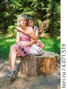 Купить «Мама и дочка сидят в обнимку на пеньке в лесу», эксклюзивное фото № 4071519, снято 8 августа 2012 г. (c) Игорь Низов / Фотобанк Лори