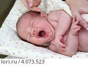 Купить «Младенец зевает», эксклюзивное фото № 4073523, снято 16 июля 2011 г. (c) Дмитрий Неумоин / Фотобанк Лори