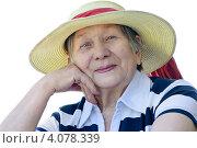 Купить «Счастливая пожилая женщина в летней панаме на белом фоне», фото № 4078339, снято 12 мая 2011 г. (c) Tatjana Baibakova / Фотобанк Лори