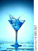 Купить «Всплеск коктейля в стеклянном стакане», фото № 4080567, снято 11 декабря 2008 г. (c) Иван Михайлов / Фотобанк Лори