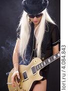 Купить «Девушка с длинными белыми волосами и в шляпе с гитарой», фото № 4084843, снято 29 декабря 2008 г. (c) Syda Productions / Фотобанк Лори