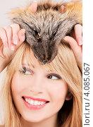 Купить «Портрет молодой привлекательной блондинки с лисьим мехом на белом фоне», фото № 4085067, снято 7 марта 2009 г. (c) Syda Productions / Фотобанк Лори