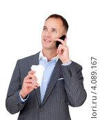 Купить «Бизнесмен с мобильным телефоном и стаканом кофе», фото № 4089167, снято 29 октября 2009 г. (c) Wavebreak Media / Фотобанк Лори
