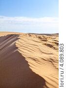 Купить «Песчаные дюны в пустыне Сахара, Тунис», фото № 4089803, снято 3 мая 2012 г. (c) Кекяляйнен Андрей / Фотобанк Лори