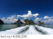 Купить «Скалистые острова в Пханг-Нга-Бей, Таиланд. Вид с лодки.», фото № 4092035, снято 27 января 2012 г. (c) Павел Печерский / Фотобанк Лори