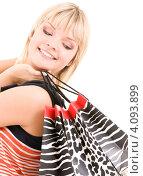 Купить «Счастливая молодая женщина с пакетами в руках после удачного шоппинга», фото № 4093899, снято 22 июня 2009 г. (c) Syda Productions / Фотобанк Лори