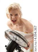 Купить «Молодая блондинка, одетая в стиле Мерлин Монро», фото № 4094367, снято 2 декабря 2006 г. (c) Syda Productions / Фотобанк Лори
