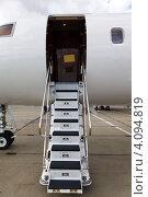 Купить «Частный самолет с опущенным трапом», фото № 4094819, снято 29 сентября 2012 г. (c) Mikhail Starodubov / Фотобанк Лори