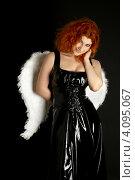 Купить «Девушка в латексном черном платье с крыльями ангела за спиной», фото № 4095067, снято 28 января 2007 г. (c) Syda Productions / Фотобанк Лори