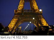 Купить «Ночной Париж. Светящаяся Эйфелева башня», эксклюзивное фото № 4102703, снято 9 октября 2011 г. (c) Яна Королёва / Фотобанк Лори