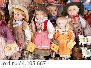 Куклы в национальных костюмах. Австрия (2011 год). Редакционное фото, фотограф Наталья Наточина / Фотобанк Лори