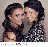 Две красивые девушки со стильными прическами. Стоковое фото, фотограф Photobeauty / Фотобанк Лори