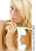 Купить «Портрет очаровательной юной девушки с цветами», фото № 4107667, снято 15 августа 2006 г. (c) Syda Productions / Фотобанк Лори