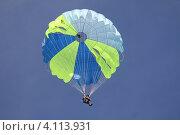 Начинающий спортсмен-парашютист (2012 год). Редакционное фото, фотограф Sergey  Kalabin / Фотобанк Лори