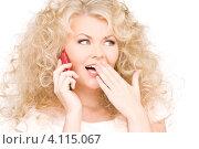 Купить «Очаровательная девушка с розовым мобильным телефоном в руке», фото № 4115067, снято 21 ноября 2009 г. (c) Syda Productions / Фотобанк Лори