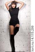 Купить «Длинноволосая девушка в черных высоких сапогах на каблуках», фото № 4115299, снято 22 июля 2019 г. (c) Syda Productions / Фотобанк Лори