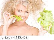 Купить «Молодая блондинка с зеленым салатом в руках на белом фоне», фото № 4115459, снято 21 ноября 2009 г. (c) Syda Productions / Фотобанк Лори