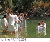 Купить «Израиль. Омовение в святых водах реки Иордан», фото № 4116259, снято 6 октября 2012 г. (c) Ирина Борсученко / Фотобанк Лори