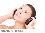 Купить «Привлекательная девушка слушает музыку в наушниках на белом фоне», фото № 4119683, снято 28 февраля 2010 г. (c) Syda Productions / Фотобанк Лори