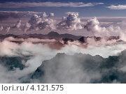 Купить «Вершины гор в облаках, Камчатка», фото № 4121575, снято 17 сентября 2007 г. (c) Александр Лицис / Фотобанк Лори