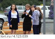 Купить «Девчата», фото № 4123039, снято 1 сентября 2012 г. (c) Анатолий Матвейчук / Фотобанк Лори