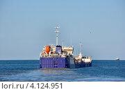 Купить «Грузовой корабль на Азовском море», фото № 4124951, снято 10 октября 2012 г. (c) Анна Мартынова / Фотобанк Лори