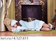 Снегурочка спит рядом с камином. Стоковое фото, фотограф Армен Богуш / Фотобанк Лори