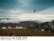 Купить «Вертолет в горах полуострова Говена», фото № 4128371, снято 15 сентября 2007 г. (c) Александр Лицис / Фотобанк Лори