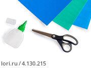 Ножницы, клей и бумага на белом фоне. Стоковое фото, фотограф Евстратенко Юлия Викторовна / Фотобанк Лори