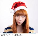 Портрет недовольной девушки в новогоднем колпаке. Стоковое фото, фотограф Logunov Maxim / Фотобанк Лори