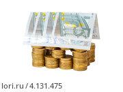 Купить «Игрушечный домик построенный из монет и банкнот, белый фон», фото № 4131475, снято 25 ноября 2012 г. (c) Mikhail Starodubov / Фотобанк Лори