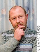 Купить «Портрет задумчивого  мужчины среднего возраста», эксклюзивное фото № 4131635, снято 15 декабря 2012 г. (c) Игорь Низов / Фотобанк Лори